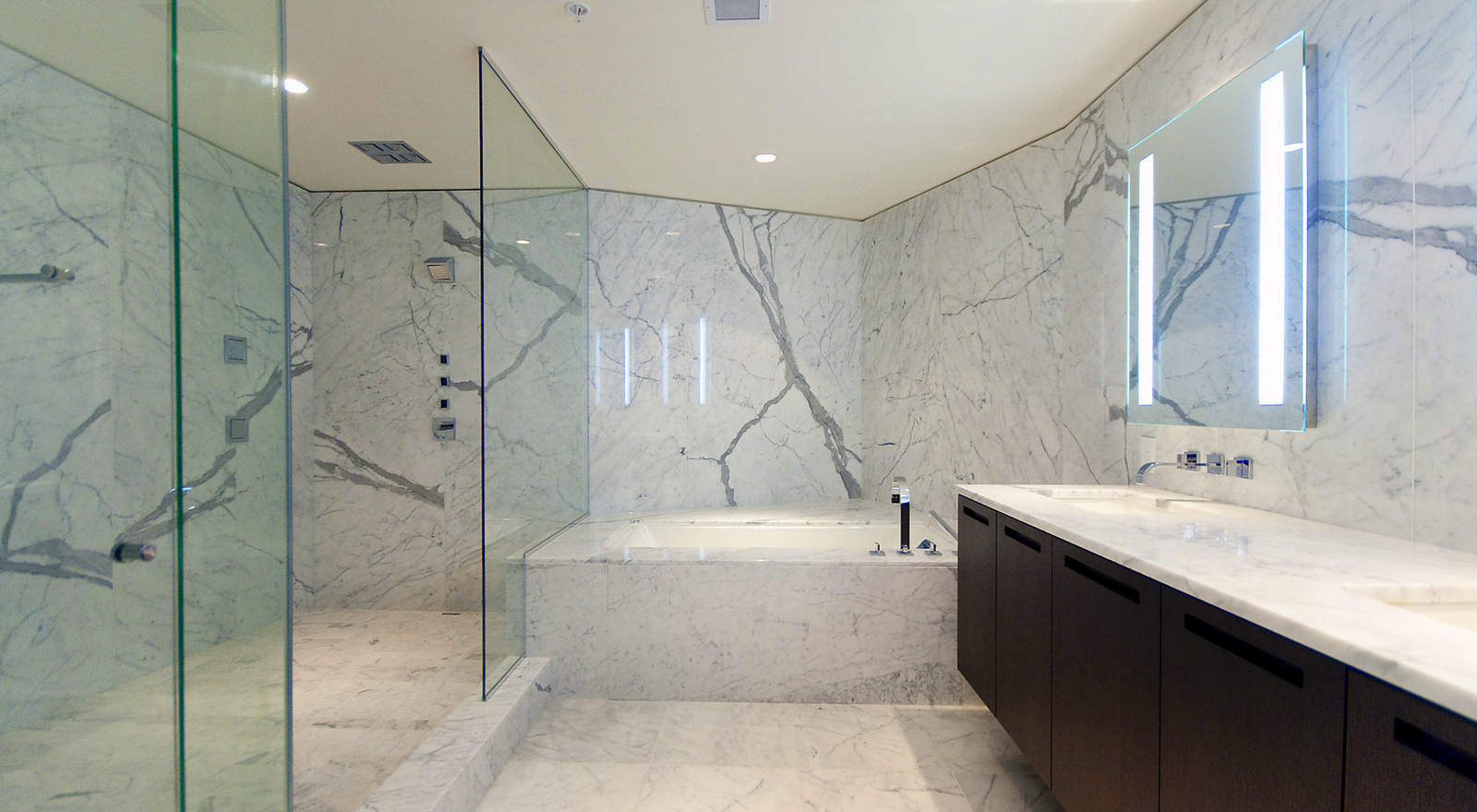 1011-w-cordova-st-fairmont-estates-bathroom - aeon stone + tile